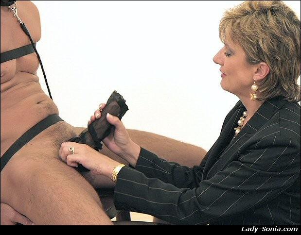 LOLITA: Mature handjob fetish