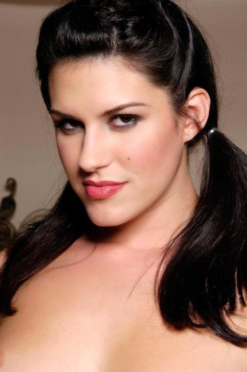 Brunette pornstar Nikki Loren showing off her nice