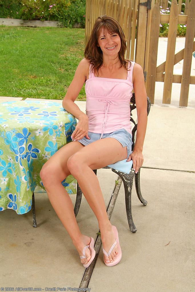 Mature brunette porn outdoors