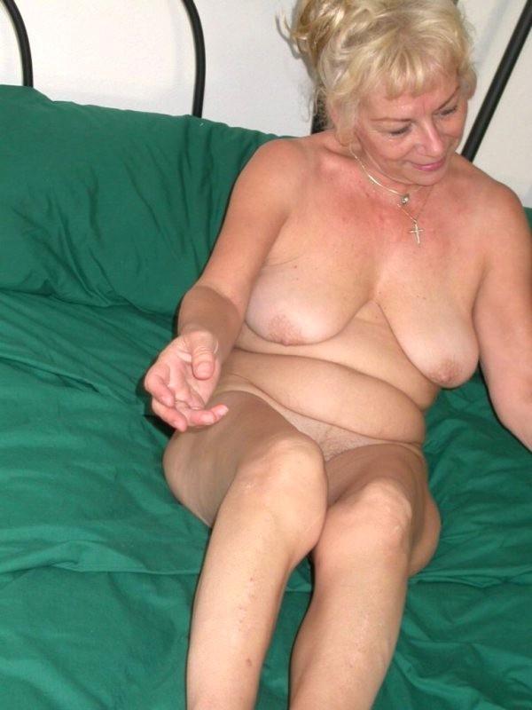 Naked granny on webcam