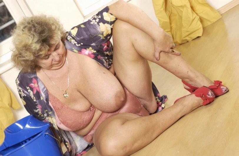 только порнуха большие пожилые сиськи для