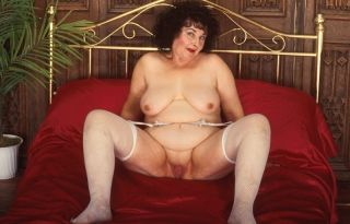 Shocking old granny in lingerie spreads her wrinly