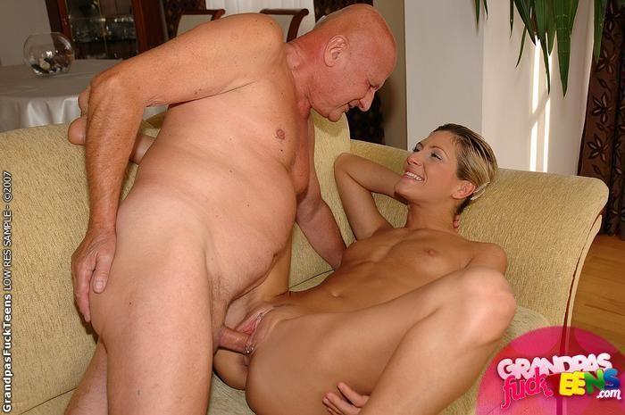 Секс молодой девушки и зрелого мужчины видео