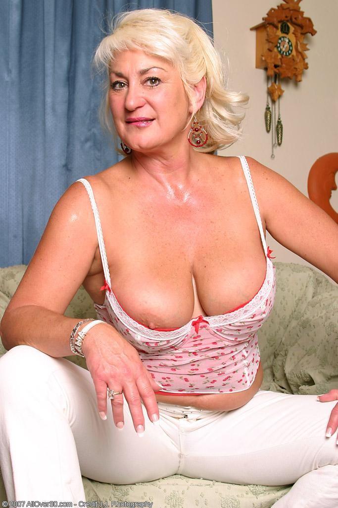 Mariel hemingway naked lesbian