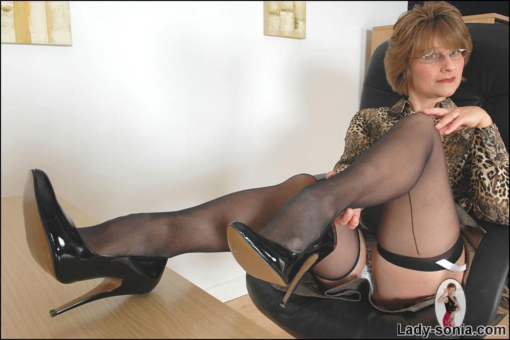milf in stockings and heels