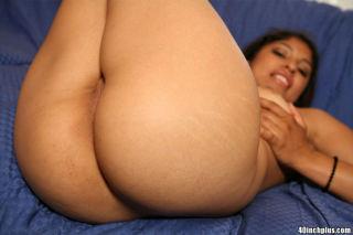 Super hot amateur babe shows us how big that ass r