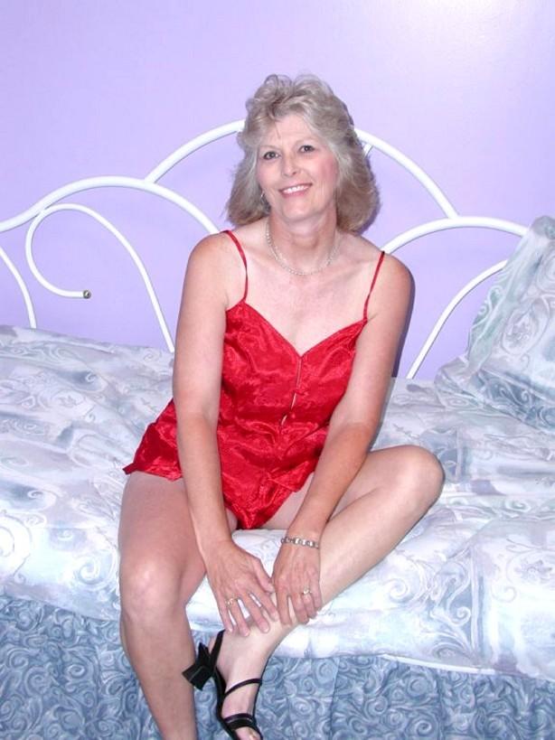Horny old pussy pics