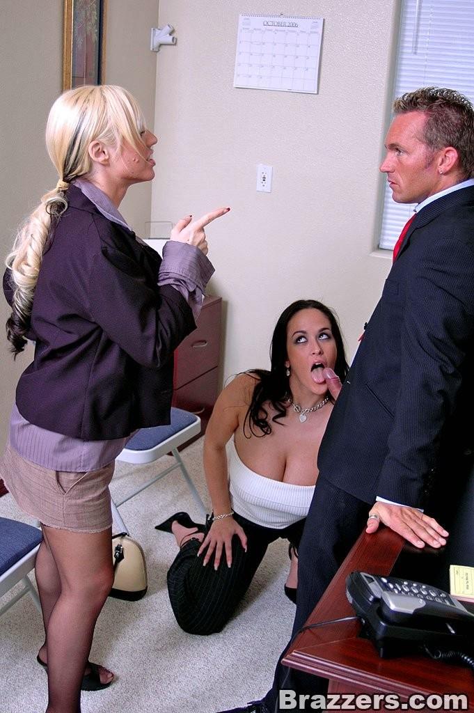 этом парень кармелла бинг начальница трахается с сотрудником понял