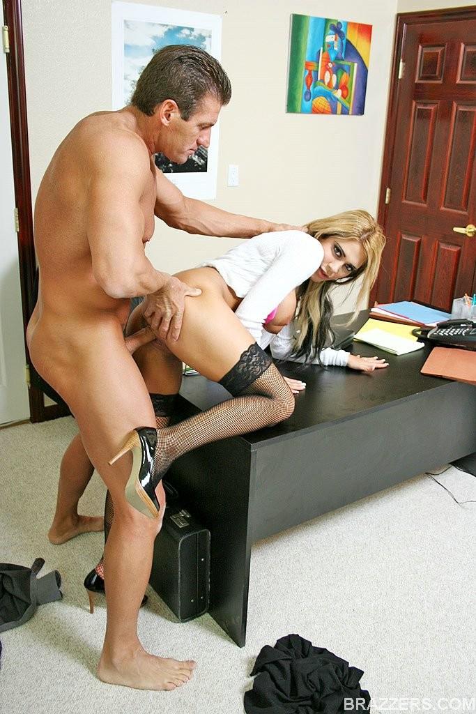 мгновение, когда начальник трахает невероятную секретаршу старшим