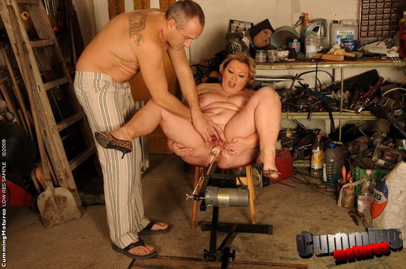 просто держал, муж с женой занялись сексом в гараже порнот