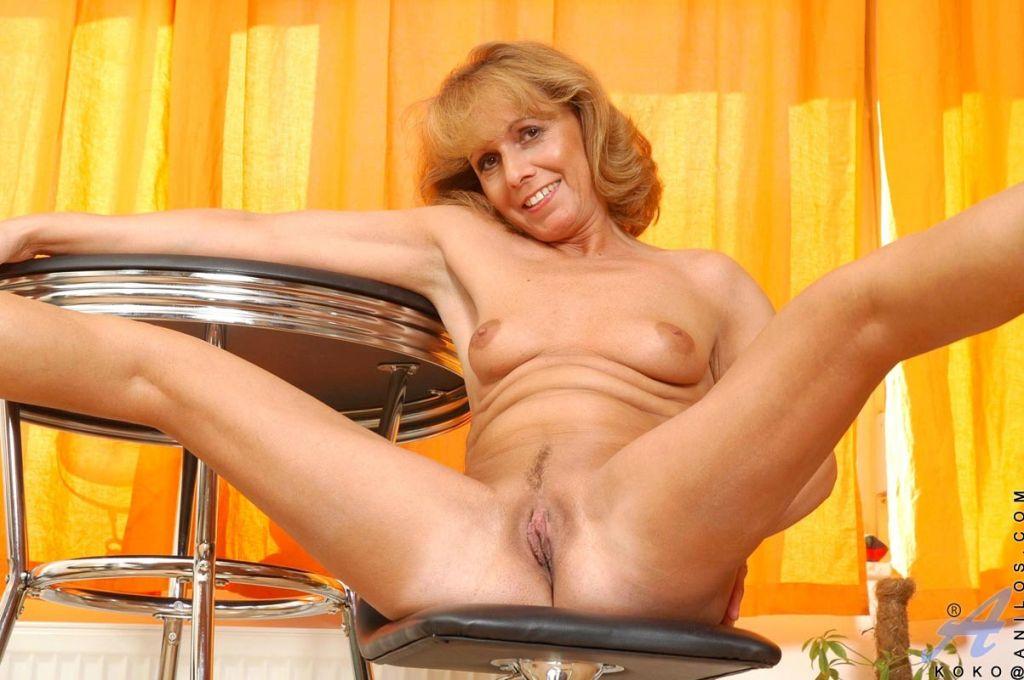 Strawberry blonde anilos koko spreads her legs to