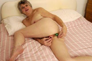 Horny granny puts on a great anal masturbation sho