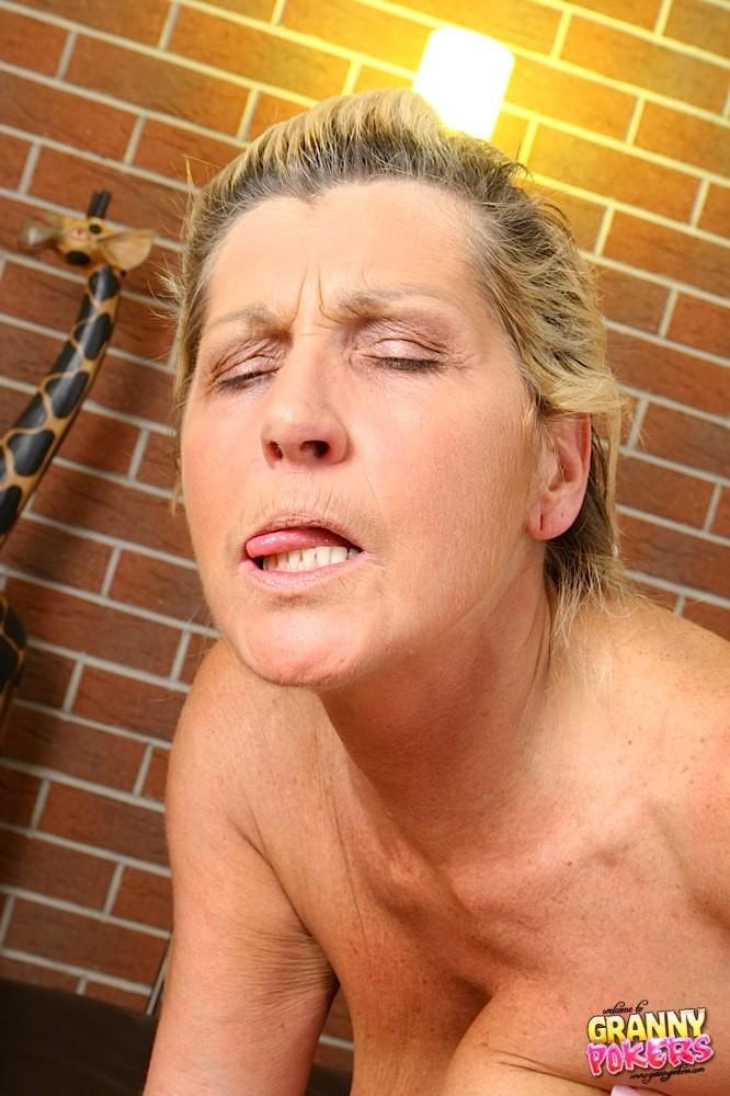 Granny sex cum blow that would