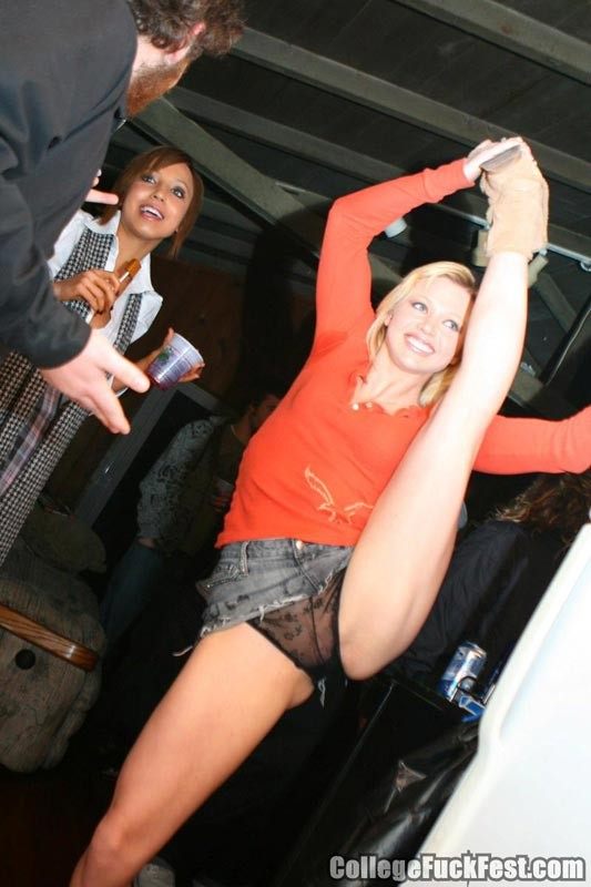 Drunk college sluts fucking in public