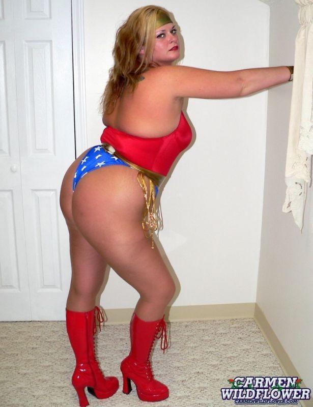 Wonderwoman milf curious