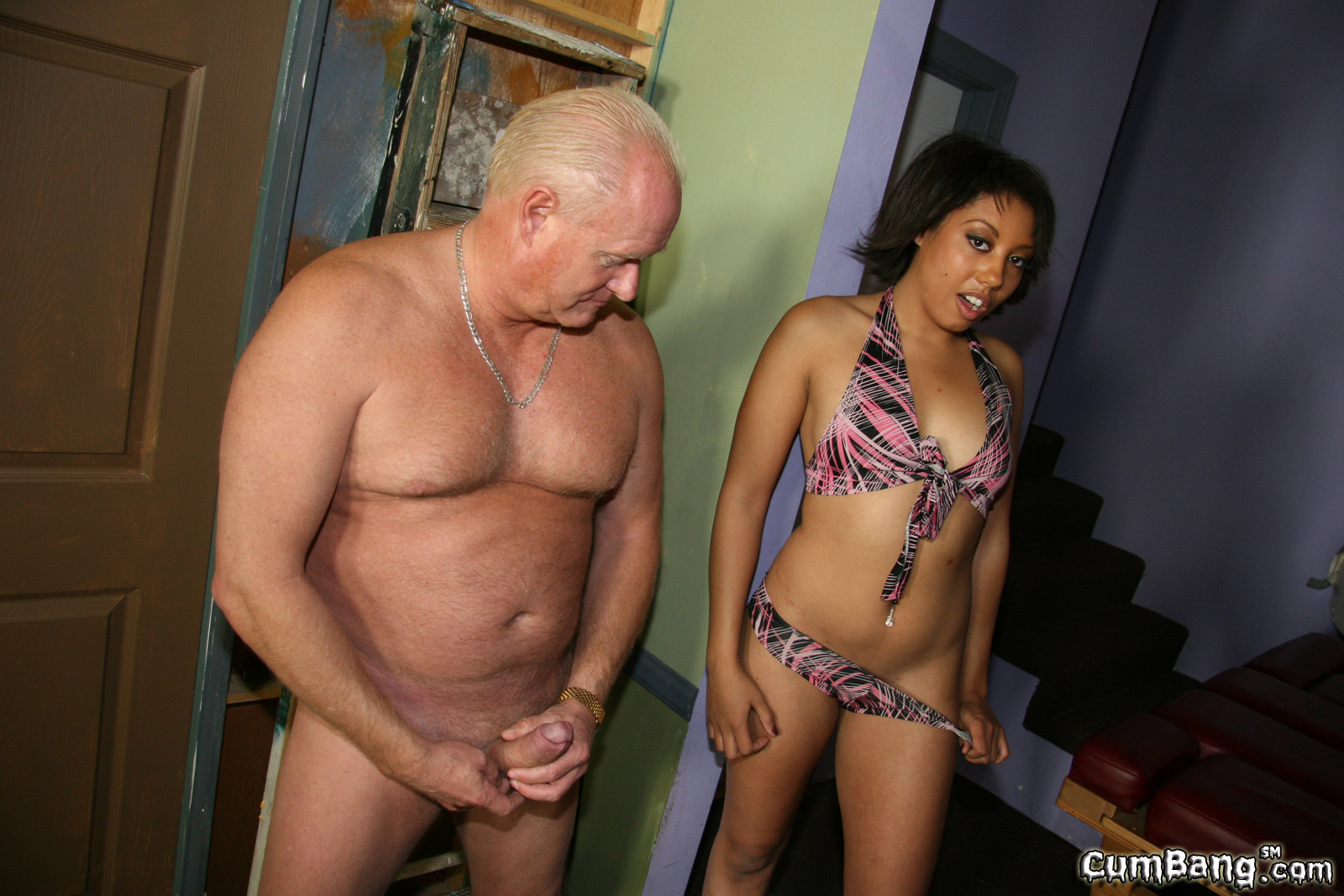 G heel high in nude string woman