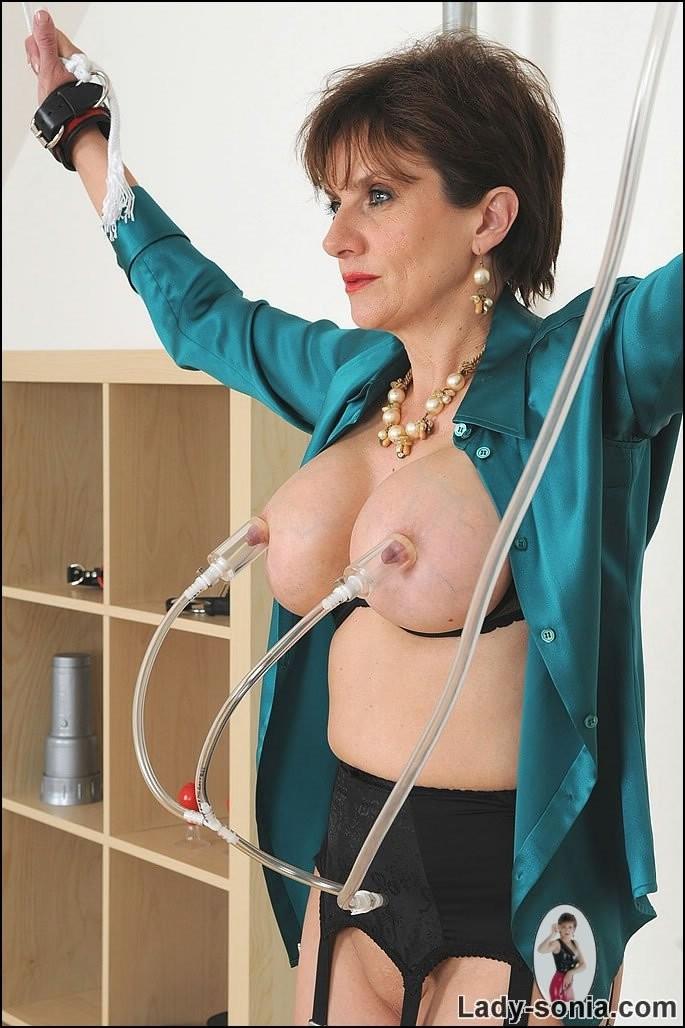 lady sonia tits
