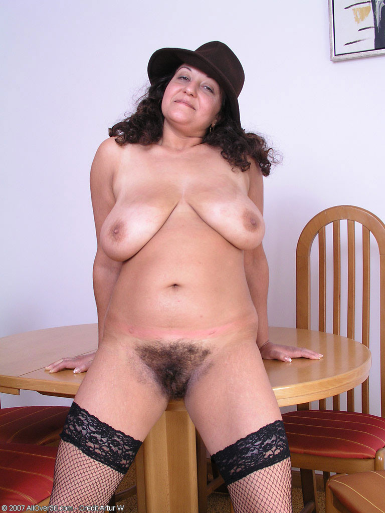 Young wet home maed pussy pic