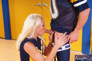 Cheerleader Rhylee Richards can't keep her hands o