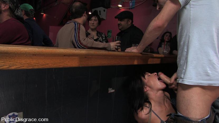 Подошел и трахнул в баре