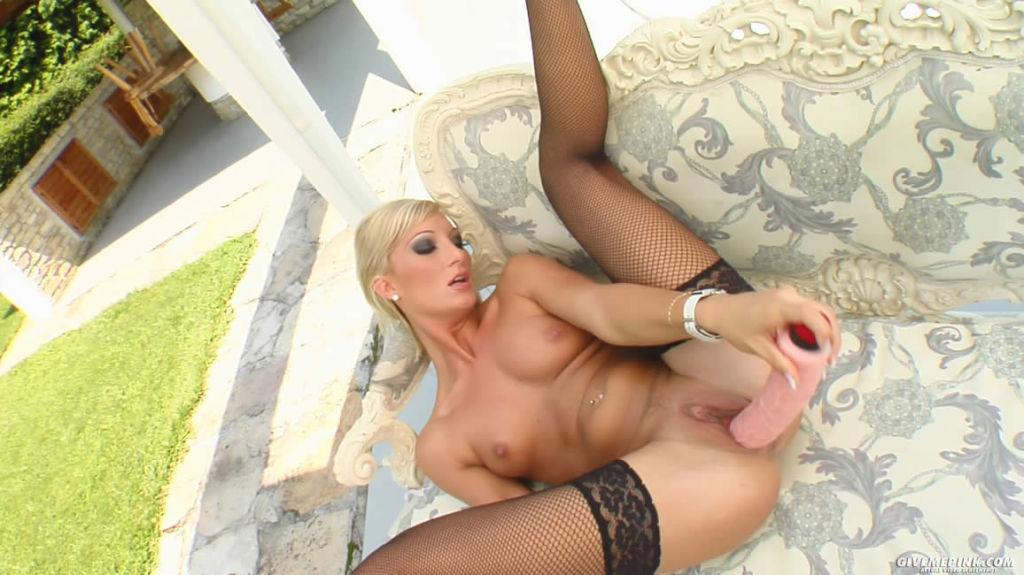 Blonde sticks her favorite toys in her juicy wet p