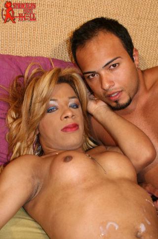 Brazilian shemale ass fucking her partner