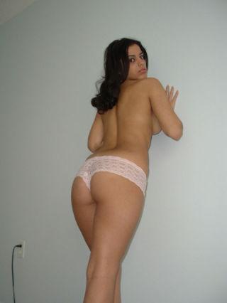 Gal takes off panties and dildo fucks nub in homem