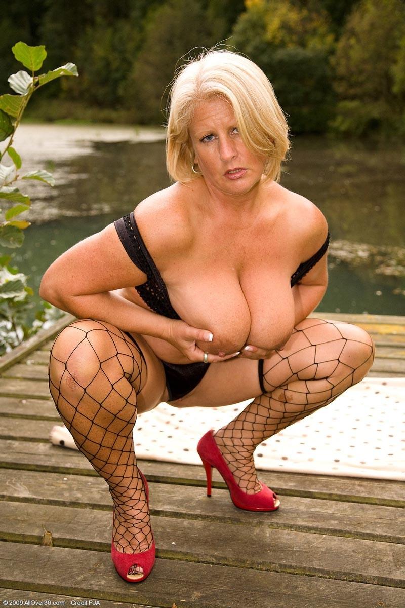 New anuska nude sex photos