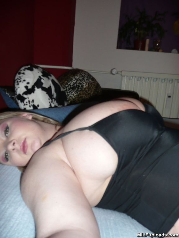 Huge boob blonde milf posing in bed