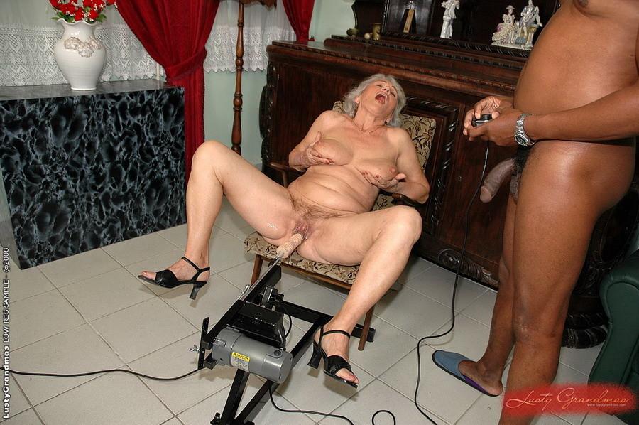 Fat girl naked sucking dick