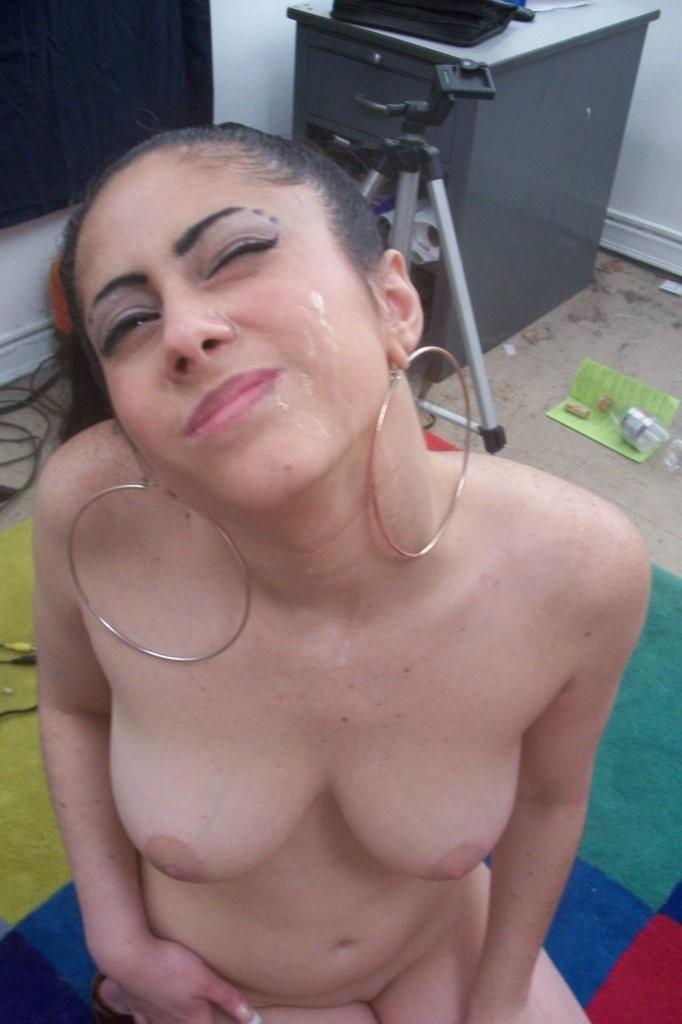 Entertaining naughty brunette amateur home videos