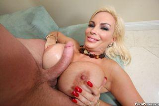 Diamond Foxxx offers her tits to a guy