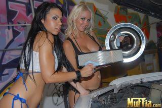 Molly Cavalli enjoys a wet pussy