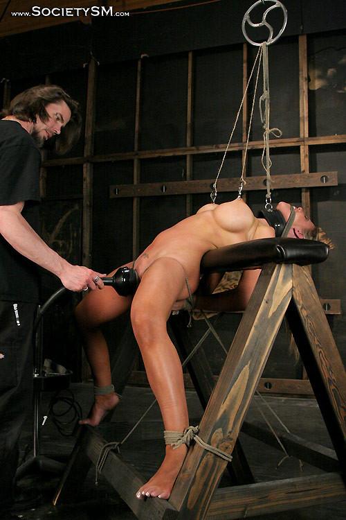 Девки мучают голова парня порно фото