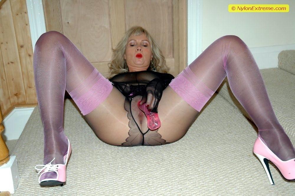 nylon milf porno