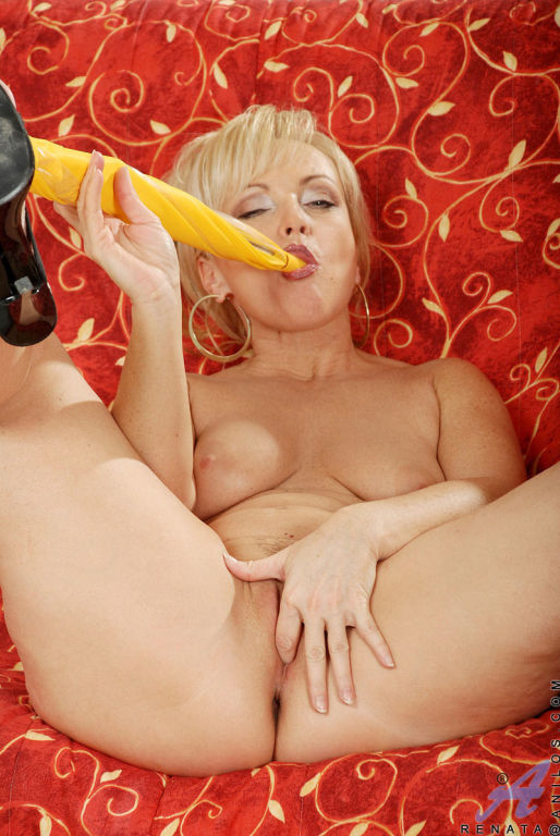 Grandma contorts her body as she fucks her creamy
