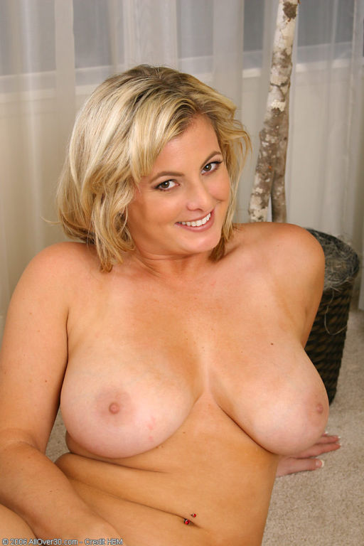 After a little housework busty Kala decides to rel