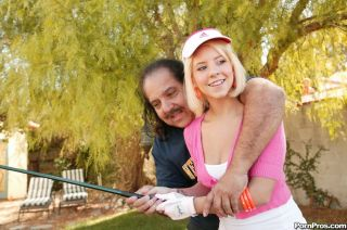 Tessa Taylor sucks cock on a golf course