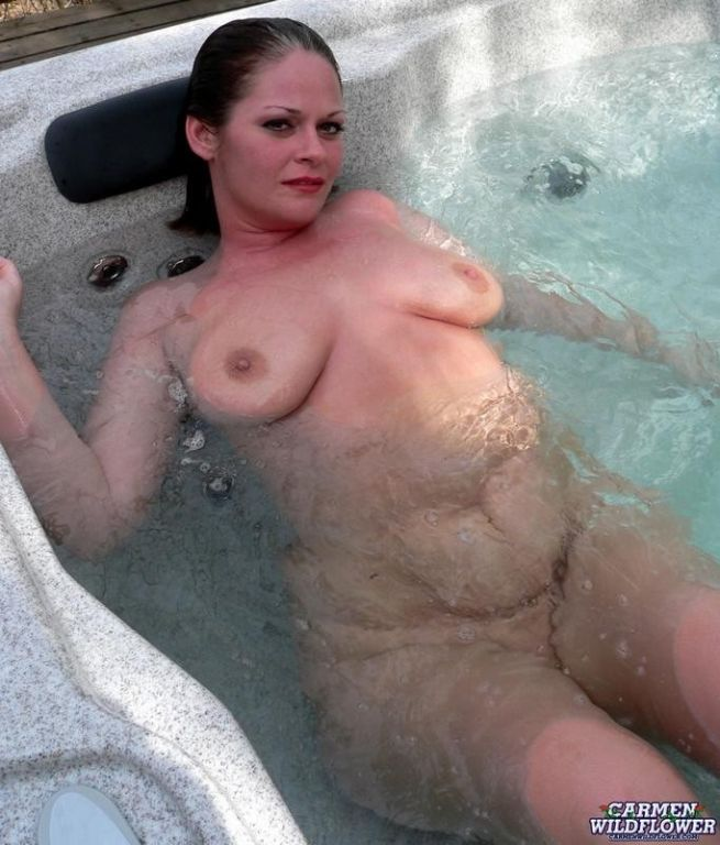 Spreading naked underwater in the hottub