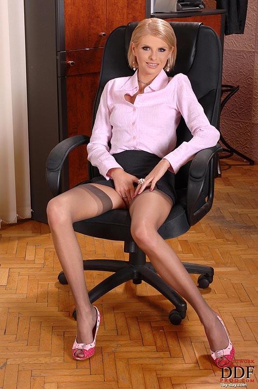 Female full nudity kate mara frontal