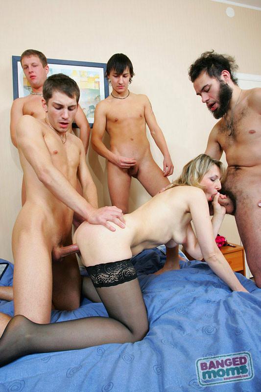 мужчины, каковые мамки груповушка порно прошлом имели доступ