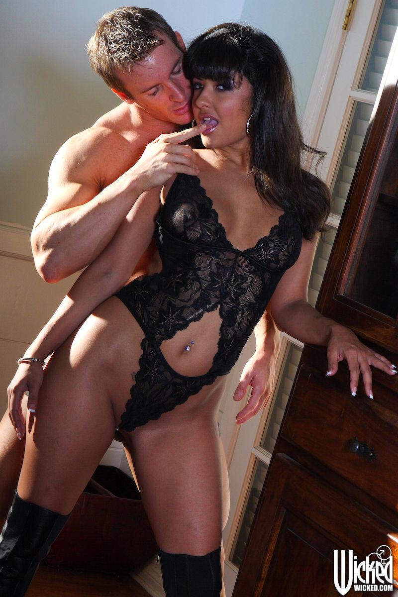 Carmen Hart порно актриса