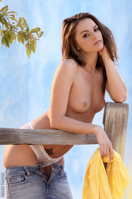 Tiffany Tyler stripping in a hotel room in Las Veg