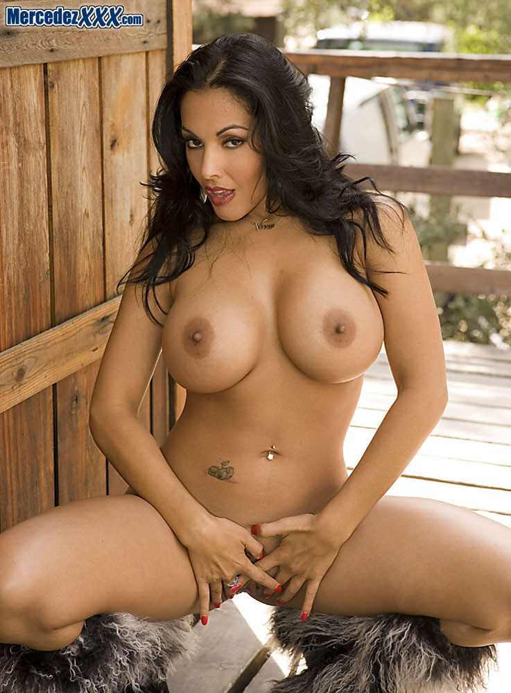Naked brown haired mom