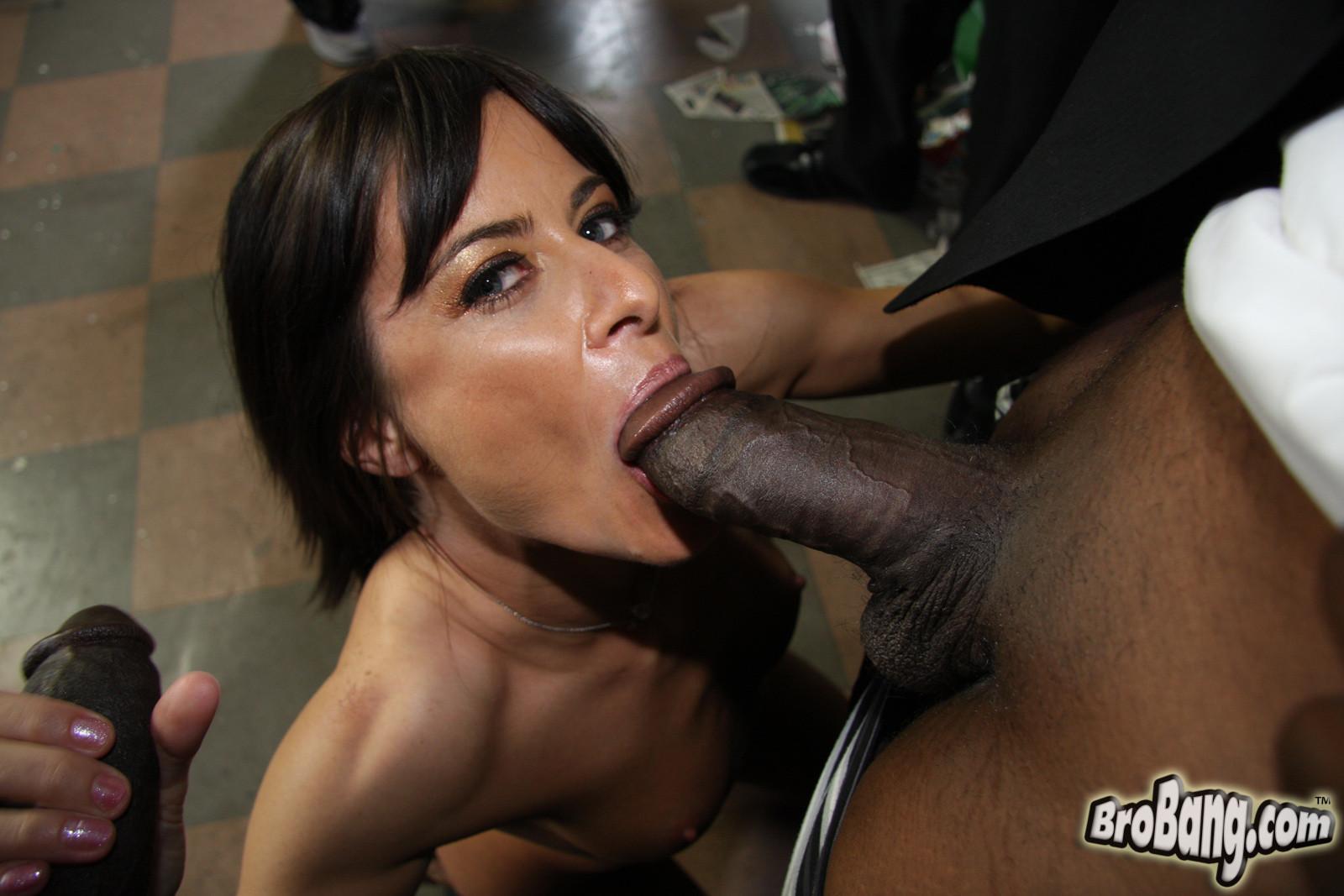 Cecilia Vega порно модель