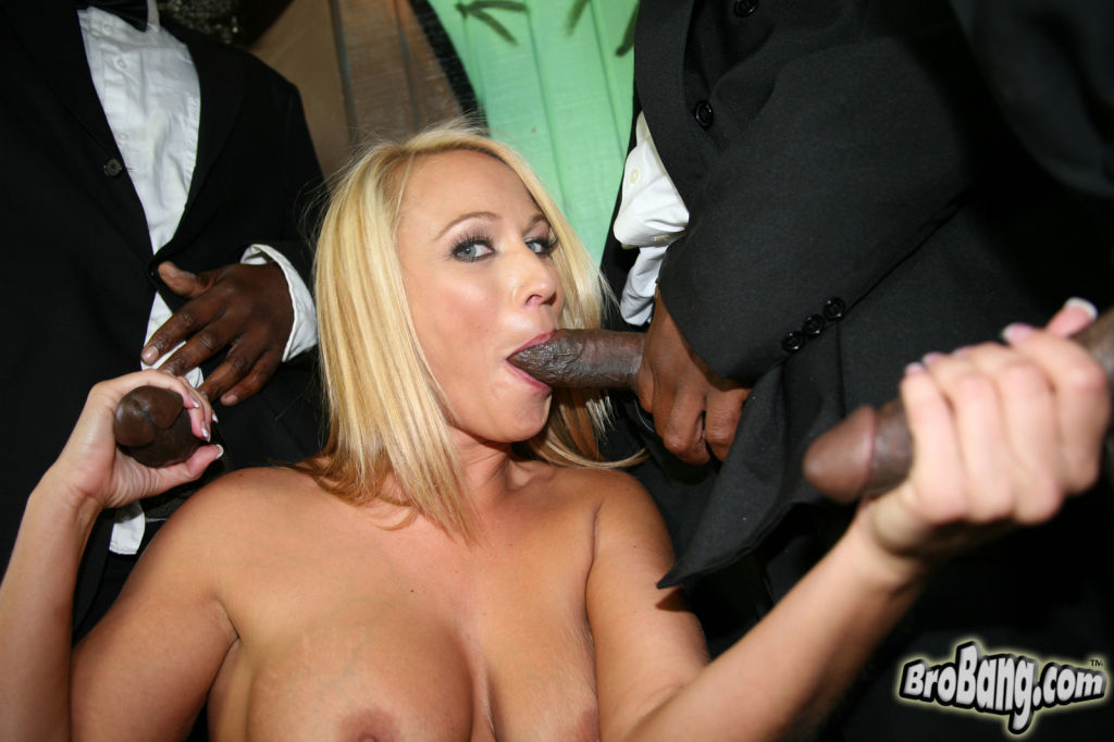Mellanie Monroe gets bukkaked by ten black Men in