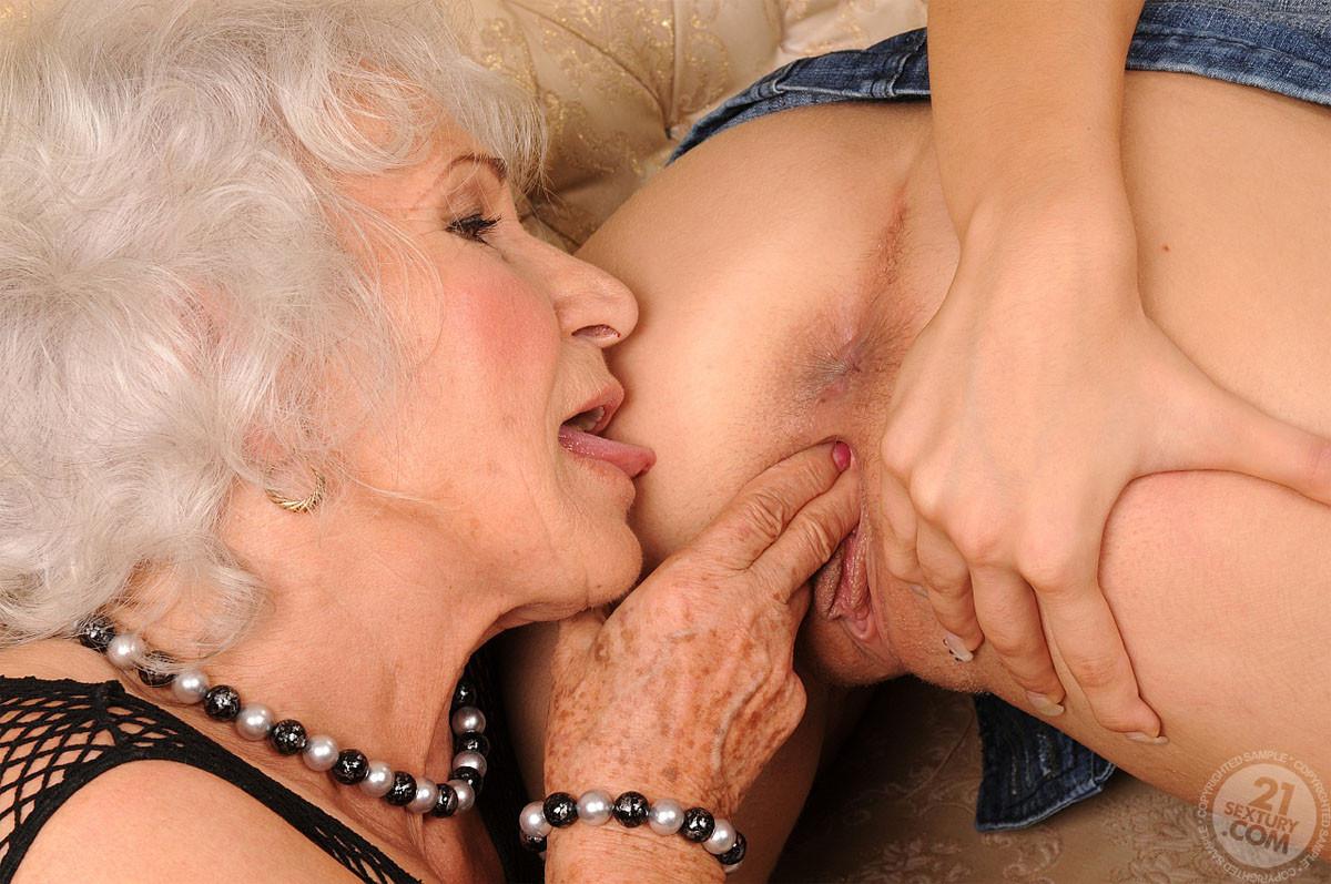 Сексуальные фото старушек лесбиянок