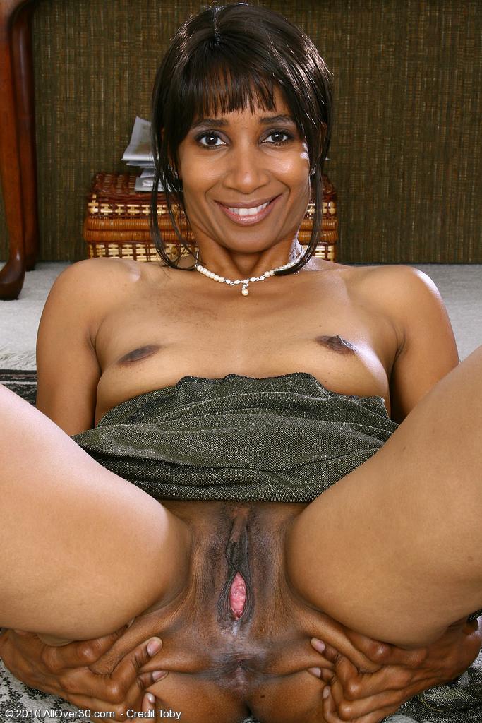Mature pussy ebony black All