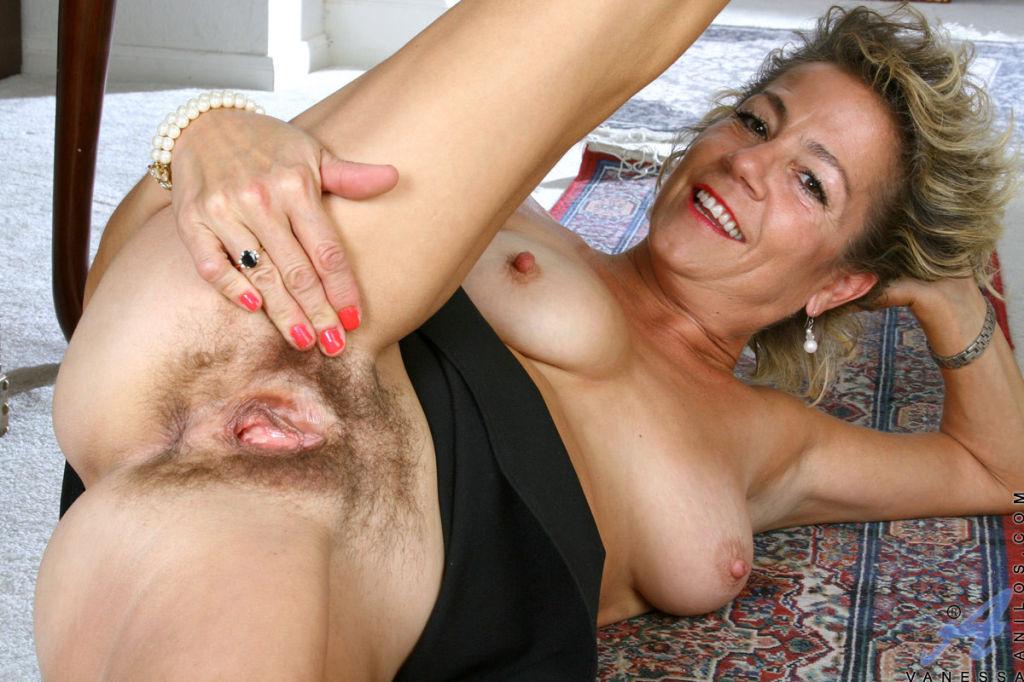 себя месте, зрелые волосатые милф порно она подняла одеяло