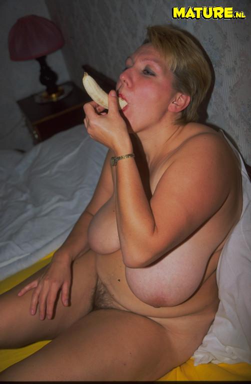 Huge lesbian anal insertion viedo